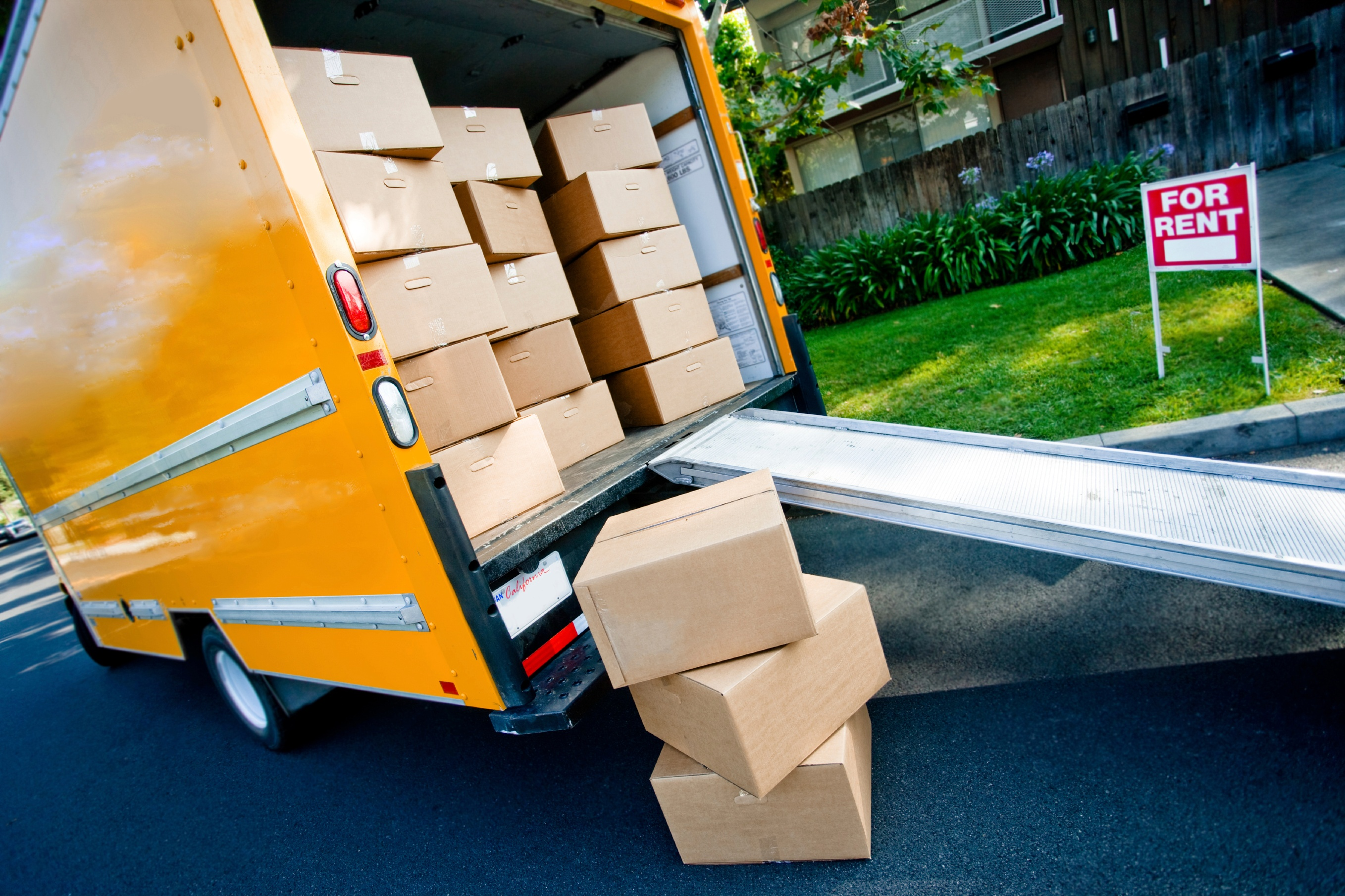 Van loaded with boxes 31.03.11 large.jpg